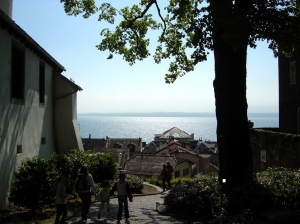 A Nyon, en descendant en direction du débarcadère